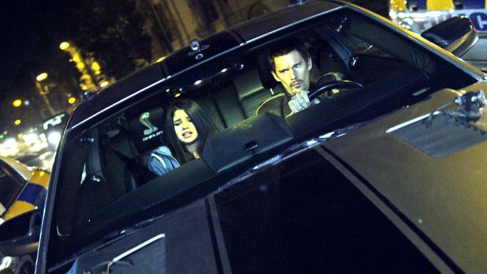 """Ethan Hawke und Selena Gomez befolgen Jon Voights Befehle: Deutscher Trailer zum Thriller """"Getaway"""""""