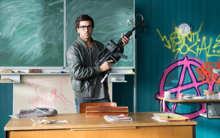 "Elyas M'Barek als knallharter Lehrer im ersten 2-minütigen Trailer zu ""Fack Ju Göhte"""
