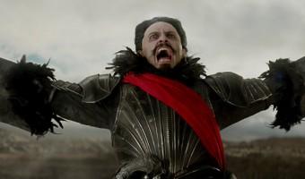 """Hugh Jackman als finsterer Pirat Blackbeard im ersten deutschen Trailer zu """"Pan"""""""