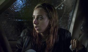 """The Monster"": Etwas lauert hinter dichten Bäumen – erster deutscher Trailer zum neuen Horror"