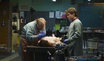 "Filmkritik zu ""The Autopsy of Jane Doe"": Ein grausamer Fund für Pathologen Brian Cox und Emile Hirsch"