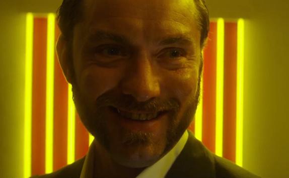 """Erster deutscher Trailer: Jude Law als nackter Ex-Knacki in """"Dom Hemingway"""""""