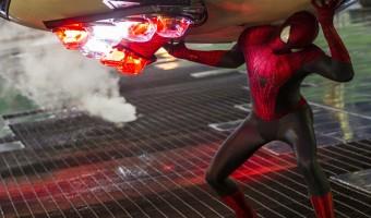 Neue deutsche Trailer: Spider-Man rettet, Daniel Radcliffe dichtet