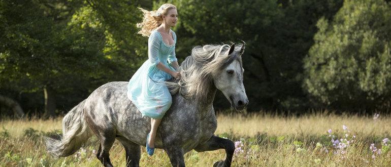 """Der silberne Schuh im ersten Teaser Trailer zu Disneys """"Cinderella""""-Realverfilmung"""