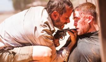 """""""The Rover"""": Robert Pattinson klaut das Auto von Guy Pearce im ersten deutschen Trailer"""