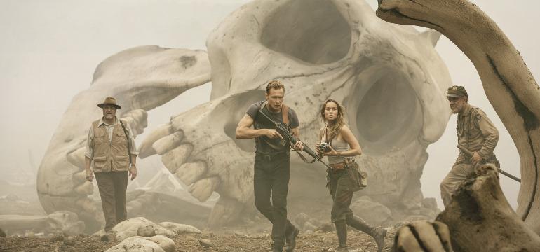"""Die Geheimnisse um King Kong: Neues Filmbild aus """"Kong: Skull Island"""" mit Tom Hiddleston"""