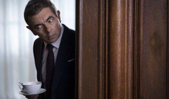 """Rowan Atkinson muss erneut als unfähiger Agent die Welt retten: Deutscher Trailer zu """"Johnny English 3"""""""